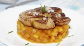 foie-gras-poele-aux-pommes-caramelisees-une-recette-sucre-sale-a-tomber-par-terre