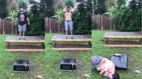 homme qui saute sur un micro-onde