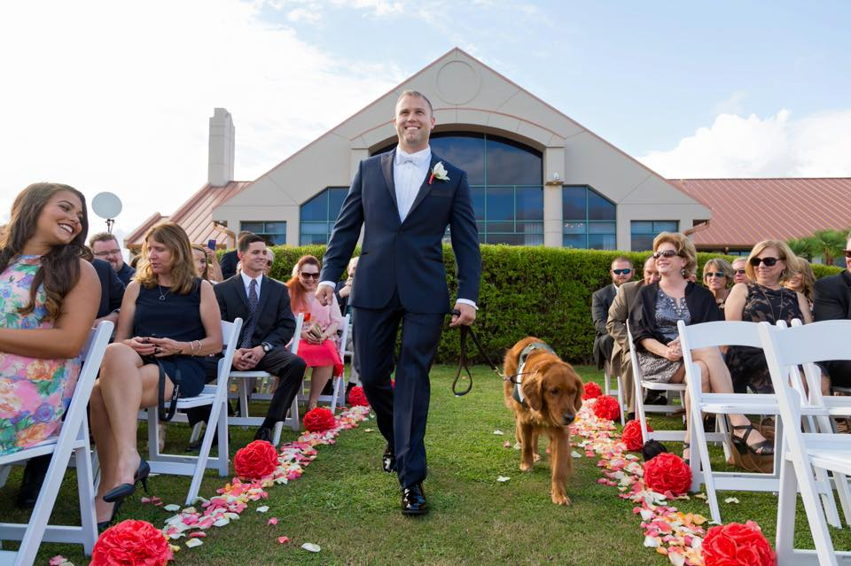 Pour son mariage, cet ancien militaire qui a perdu sa jambe a pris la plus belle des décisions ! (vidéo)