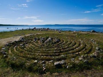 Le mystère des labyrinthes de pierre dans la mer morte