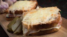 le-croque-raclette-un-sandwich-gourmand-a-preparer-rapidement