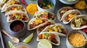 mini-tacos-de-boeuf-et-guacamole-le-mexique-sinvite-a-laperitif