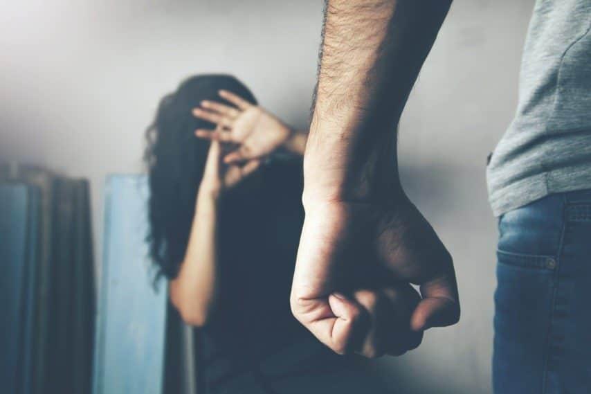 Confinement : les femmes battues pourront être prises en charge grâce à ce nom de code