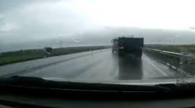 Camion qui est percuté par un autre poids lourd