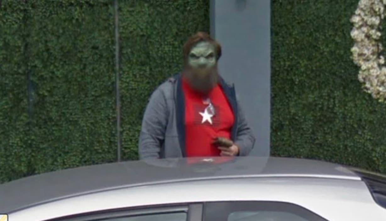 Google Street View : il zoome sur une ruelle et est effrayé par sa découverte (vidéo)