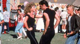 les deux acteurs de Grease lors de la scène finale