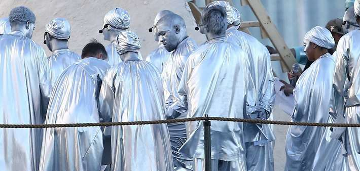 Kanye West : il déambule à Miami en tenue argentée pour se rendre à un événement très spécial (Vidéo)
