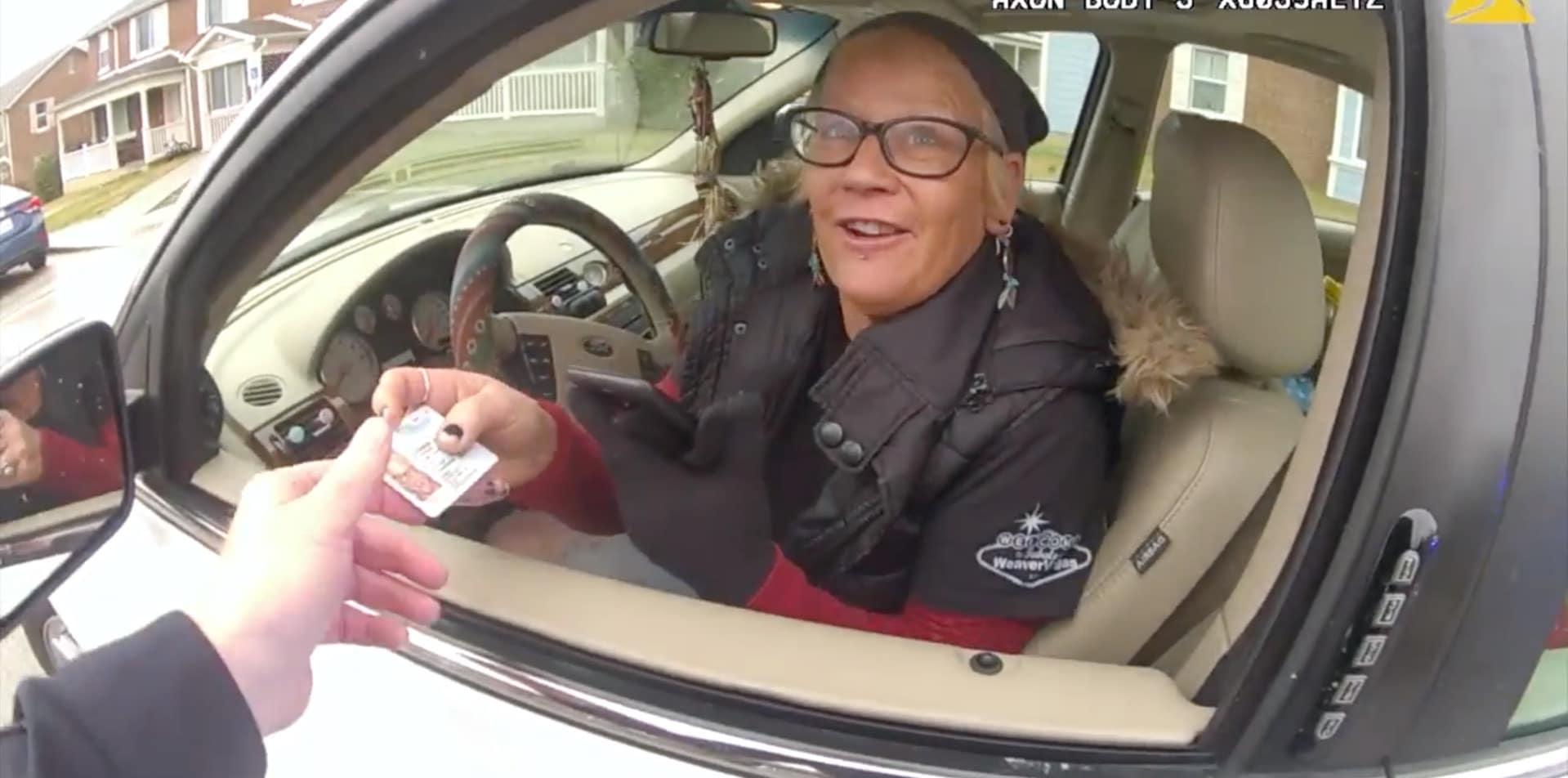 Pour Noël, ces policiers distribuent des amendes complètement dingues !