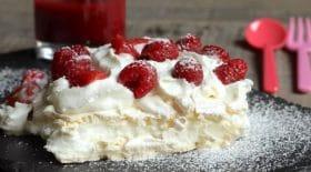 recette-de-la-pavlova-aux-fruits-rouges-et-chantilly-un-dessert-exquis-pour-accompagner-la-nouvelle-annee