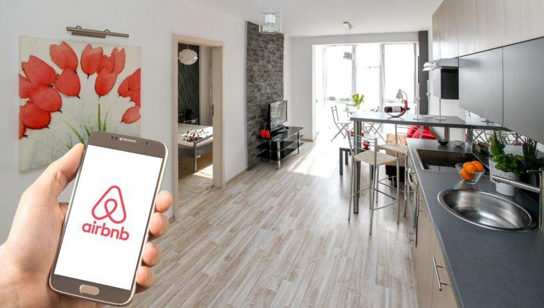 En louant son appartement sur Airbnb, elle ne s'attendait pas à ce que les locataires se retrouvent sur un site porno