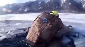 deux-touristes-russes-frolent-la-mort-en-restant-coinces-17-minutes-dans-leau-glaciale