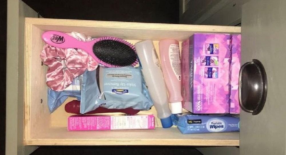 En publiant une photo de son «tiroir pour dames», il était loin d'imaginer la réaction des internautes !