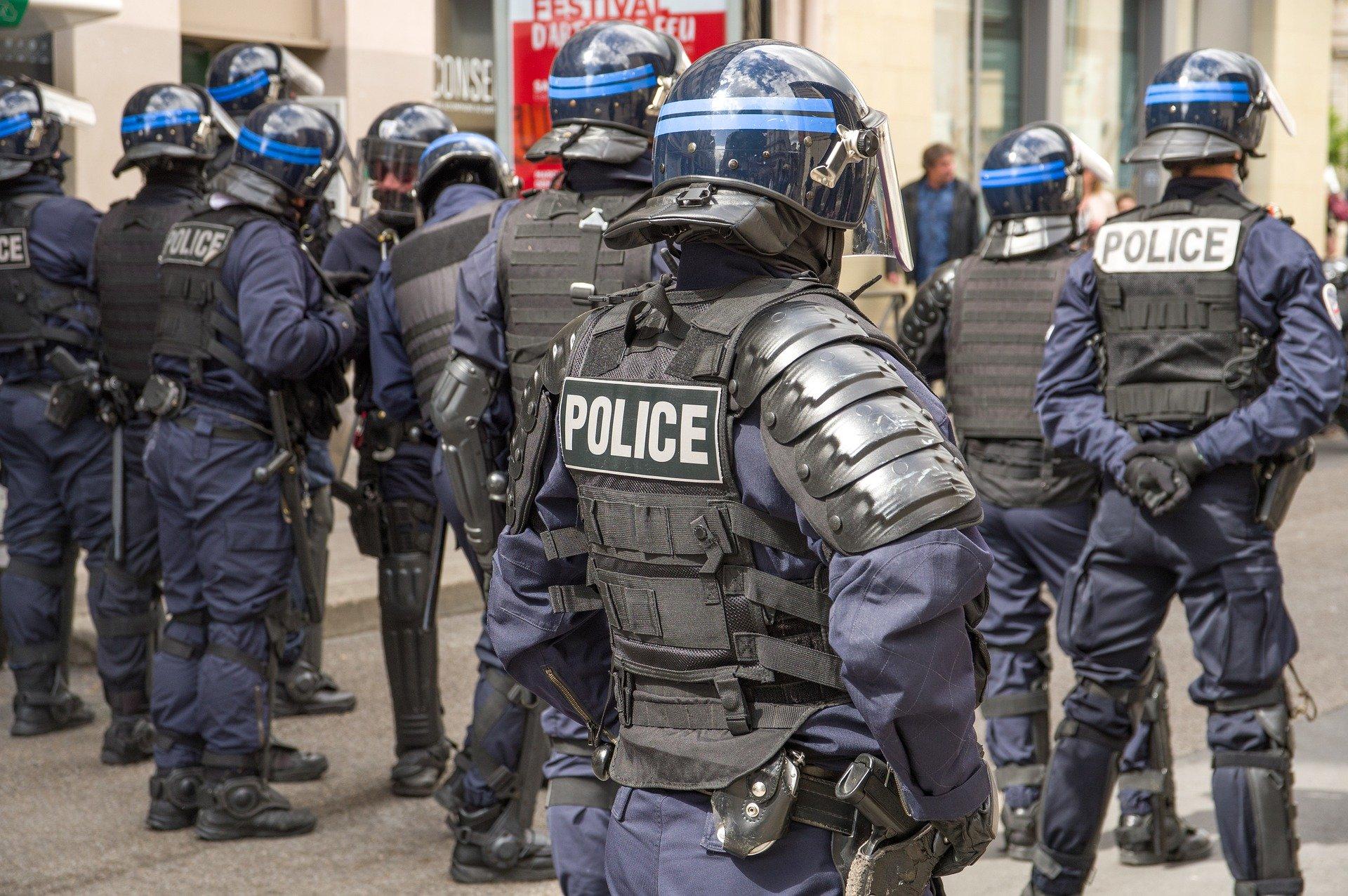Un manifestant crachait du sang sur les policiers qui le plaquaient au sol d'après Alliance