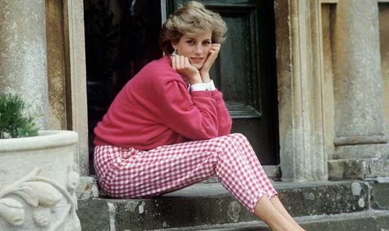 The Crown saison 4 : l'actrice qui joue Lady Diana ressemble trait pour trait à la Princesse, et c'est bluffant !