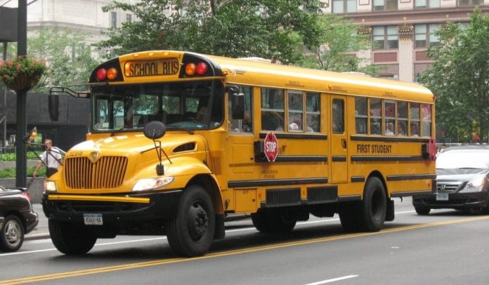 Ce chauffeur de bus scolaire décédé sera enterré dans un cercueil insolite et magique (Vidéo)