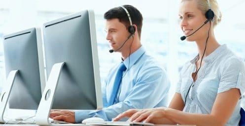 des conseillers en renseignements au téléphone