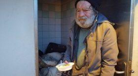 Un homme se fabrique un logement insolite