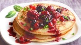 pancakes-vegan-a-la-banane-une-recette-delicieusement-moelleuse