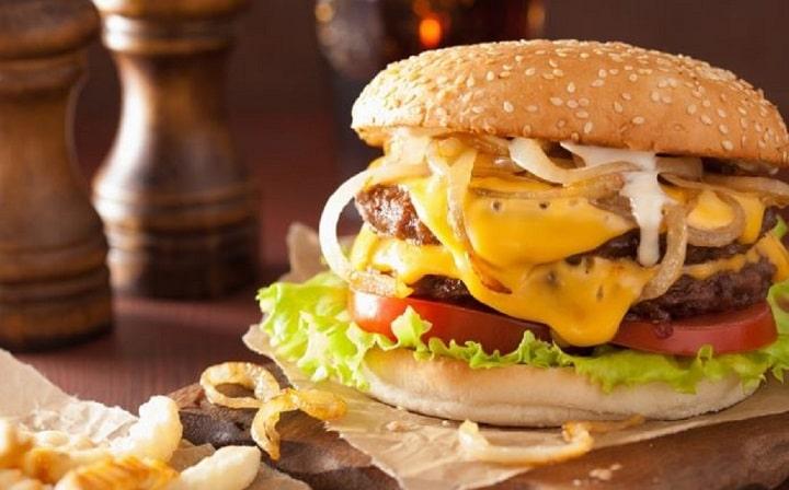 recette-du-cheeseburger-le-plat-prefere-des-amoureux-pour-saint-valentin