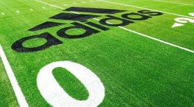 Adidas présente son terrain de foot recyclé