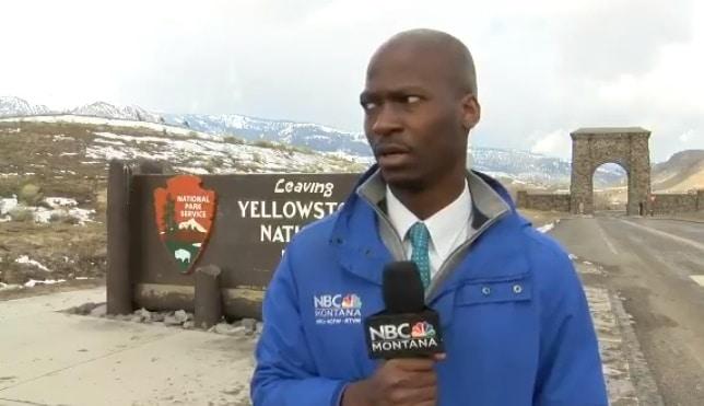 Un journaliste chargé par un troupeau de bisons sauvages en direct ! (VIDEO)