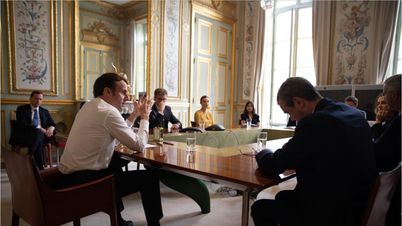 Coronavirus : cette photo du conseil scientifique de l'Elysée scandalise les Français