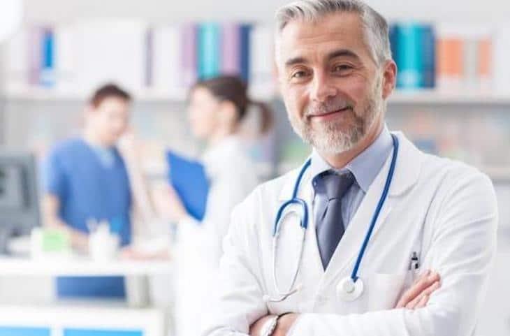«Démerdez-vous avec cette épidémie» : totalement à bout, un médecin pète les plombs