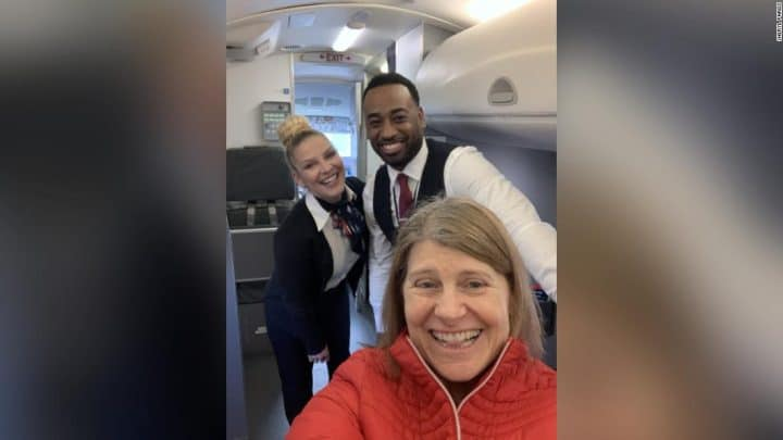 Coronavirus : elle est seule dans l'avion