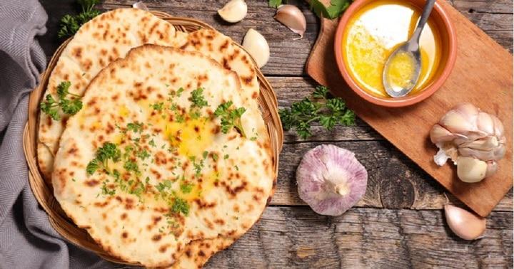 naans-au-fromage-et-a-lail-un-petit-pain-indien-pas-comme-les-autres