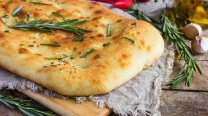 recette-de-la-focaccia-la-version-italienne-irresistible-fougasse
