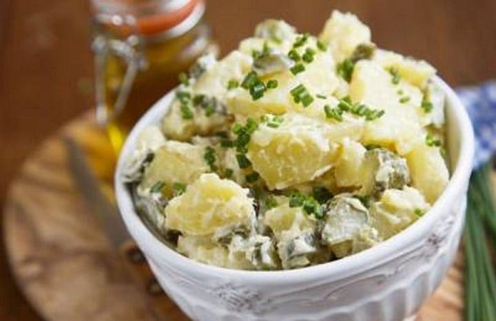 salade-de-pommes-de-terre-et-cornichons-plat-de-base-qui-se-decline-a-volonte