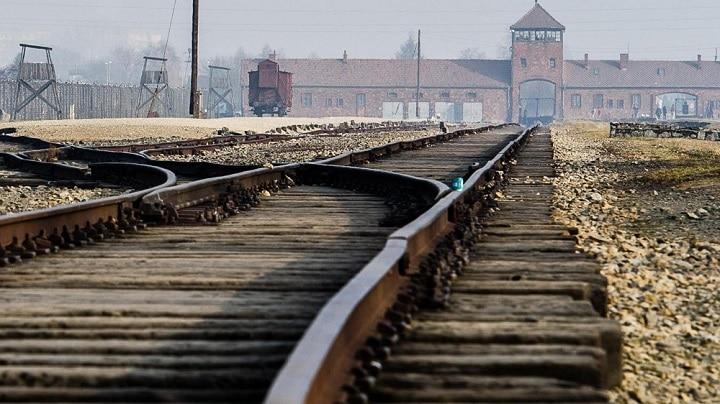 auschwitz-des-objets-planques-par-les-prisonniers-sont-decouverts-dans-les-conduits