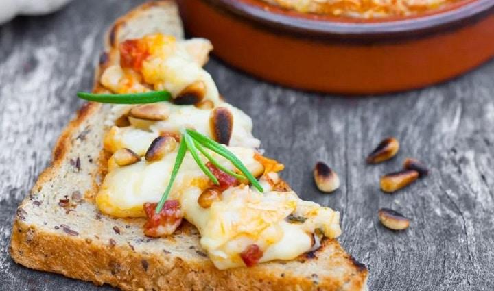 camembert-roti-au-chorizo-et-miel-un-aperitif-de-caractere-et-qui-va-plaire-a-tout-le-monde