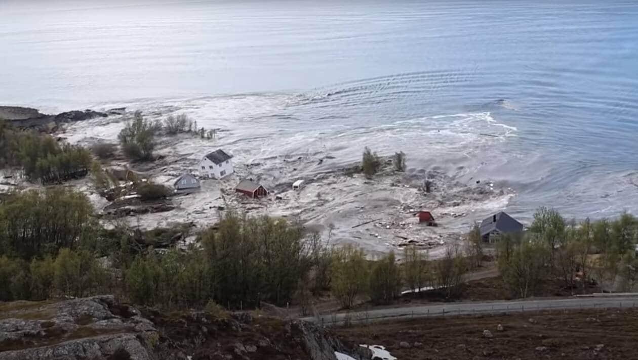 Effroyable en deux minutes un glissement de terrain - Deux maisons sur un seul terrain ...
