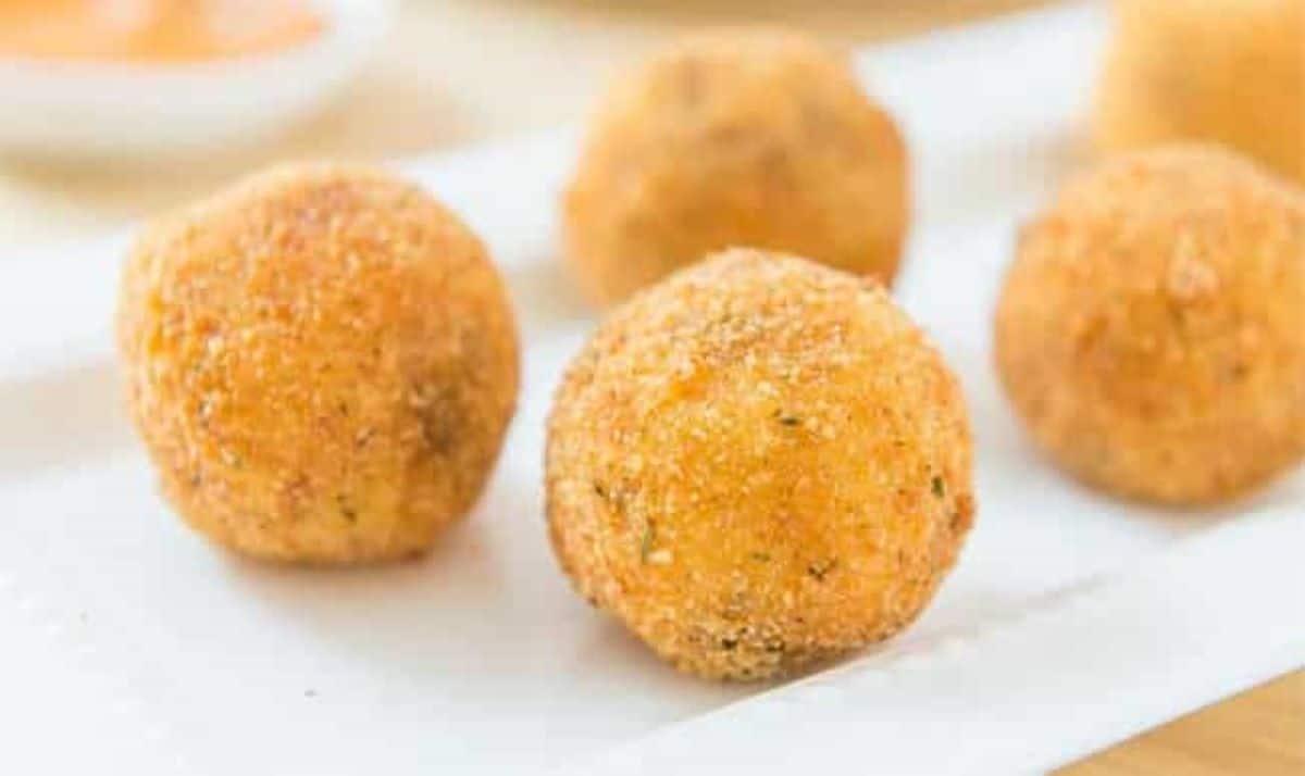 Découvrez la recette gourmande des croquettes de pommes de terre fourrées au fromage