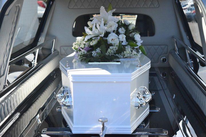 Il réapparaît 4 mois après ses funérailles