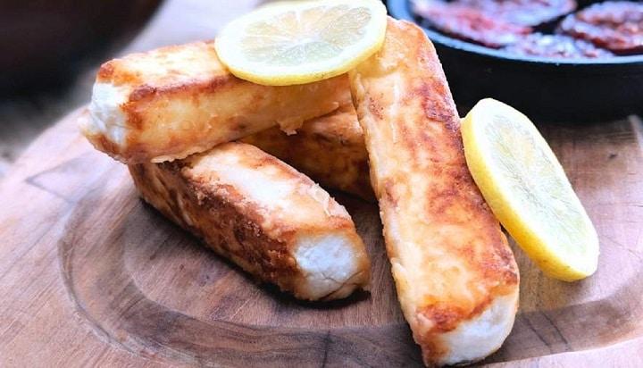 feta-saganaki-la-recette-typique-de-ce-delicieux-stick-de-fromage