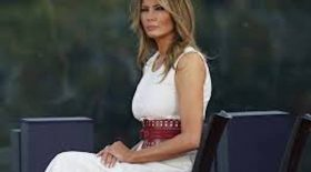Melania Trump moquée robe