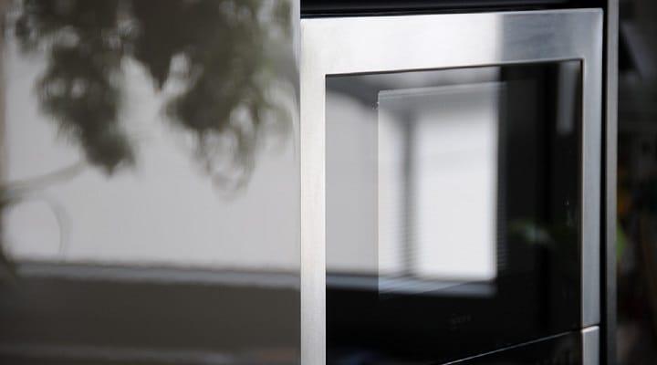 micro-ondes-est-il-judicieux-de-le-placer-sur-un-refrigerateur