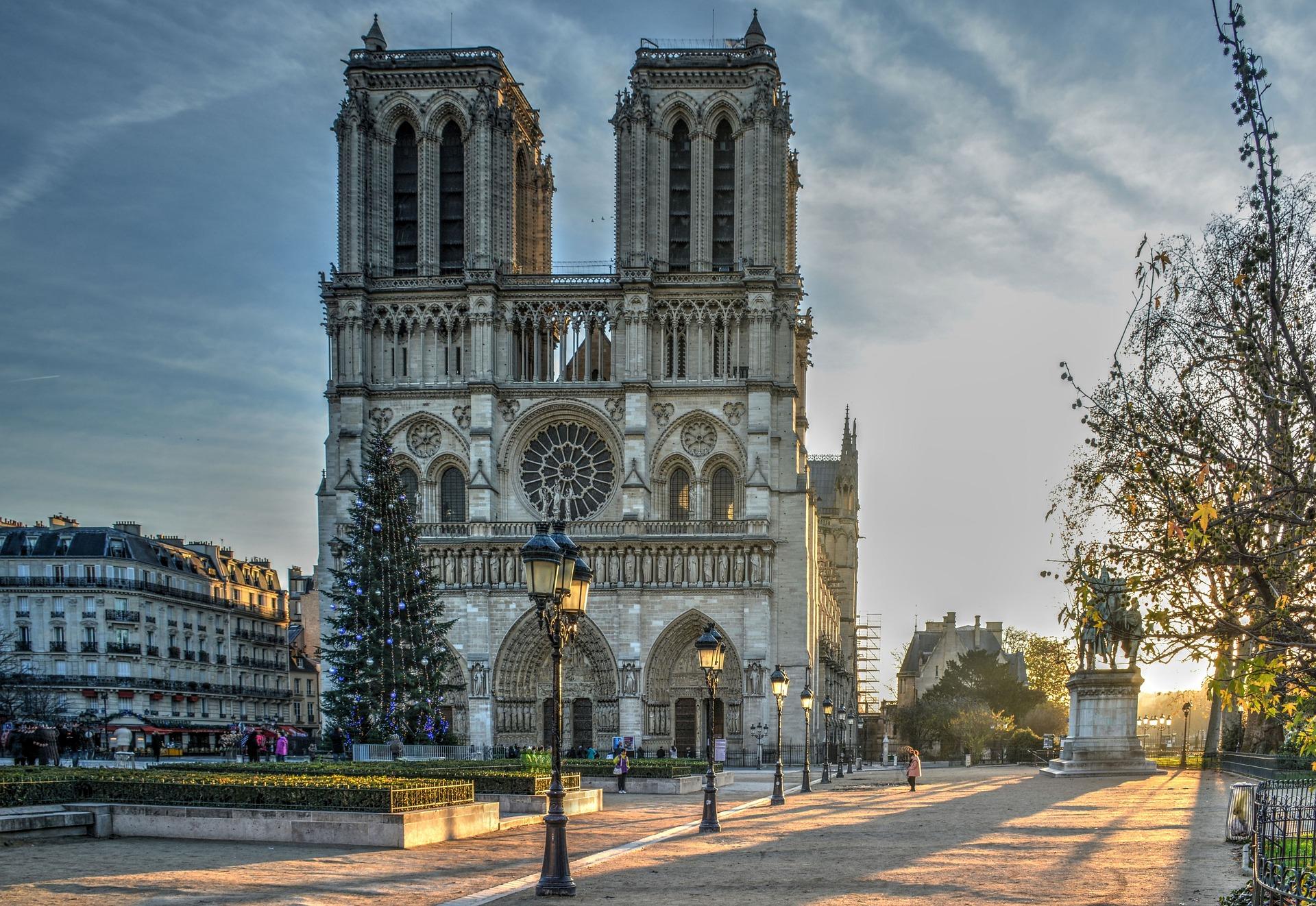 Notre-Dame de Paris : Emmanuel Macron prend une décision radicale