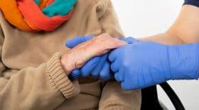 Les aides à domicile bénéficieront d'une prime avant Noël