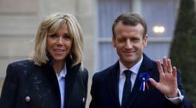 Emmanuel Macron surveille ses gardes du corps