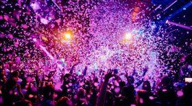 Les étonnantes fêtes qui ont lieu dans les collines d'Hollywood