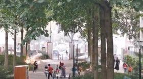 Alors qu'ils jouaient dans un square, plusieurs enfants ont été surpris par des tirs de mortier