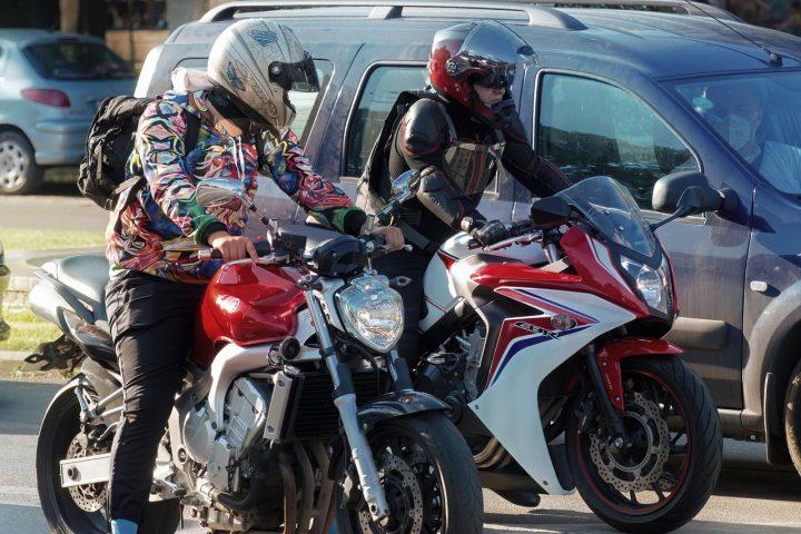 Le masque plus obligatoire pour les motards