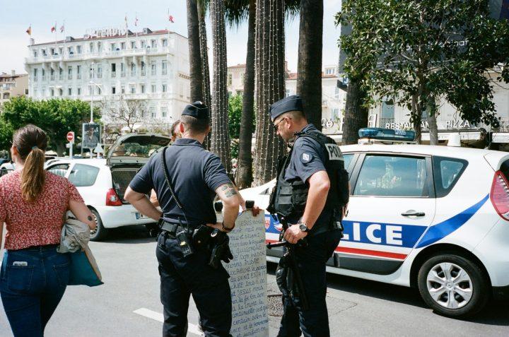 Reconfinement et contrôles de police