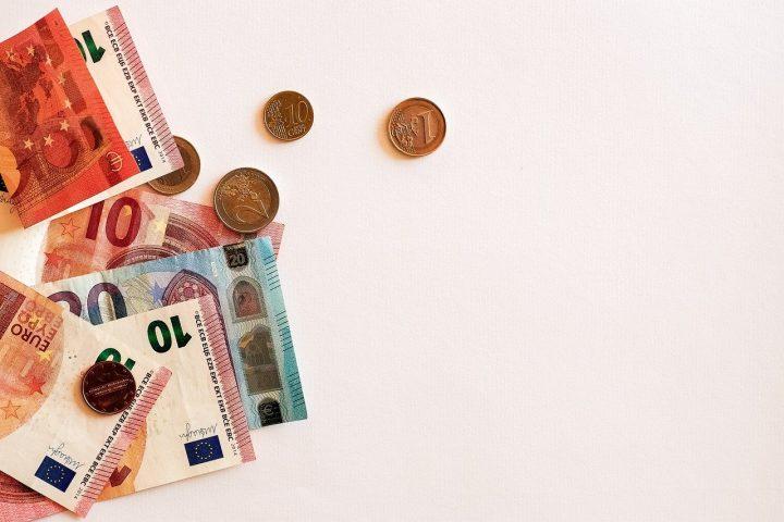 Votre banque va-t-elle taxer votre compte courant ?