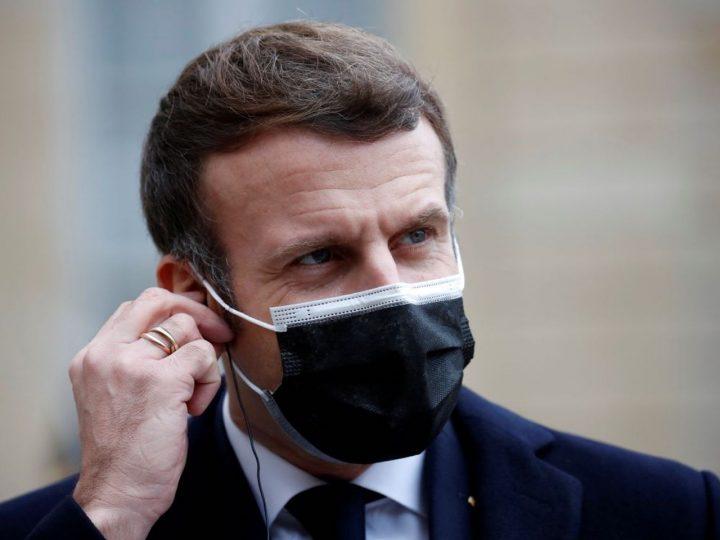 Emmanuel Macron sort de l'isolement