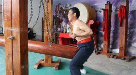 maitre kung fu résiste douleur testicules