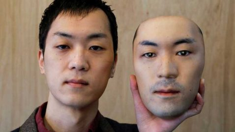 artiste japonais masque facial hyperréaliste